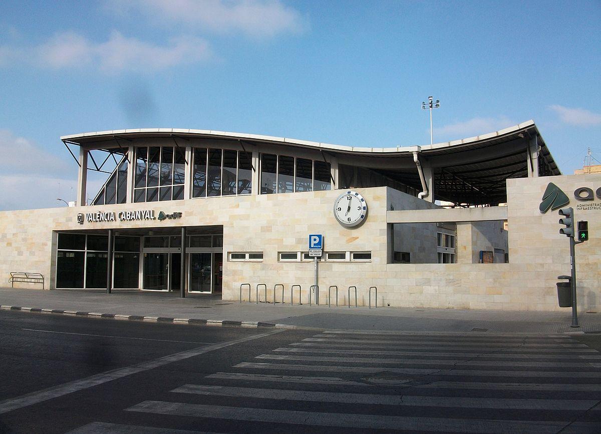 Estació_del_Cabanyal,_exterior